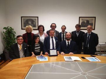 Foto che ritrae la delegazione SIDIMA con Rodolfo Dalla Mora al centro insieme a Vincenzo Zoccano